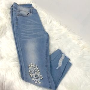 🎉HP🎉Distressed Jeans Embroidered with Pearls